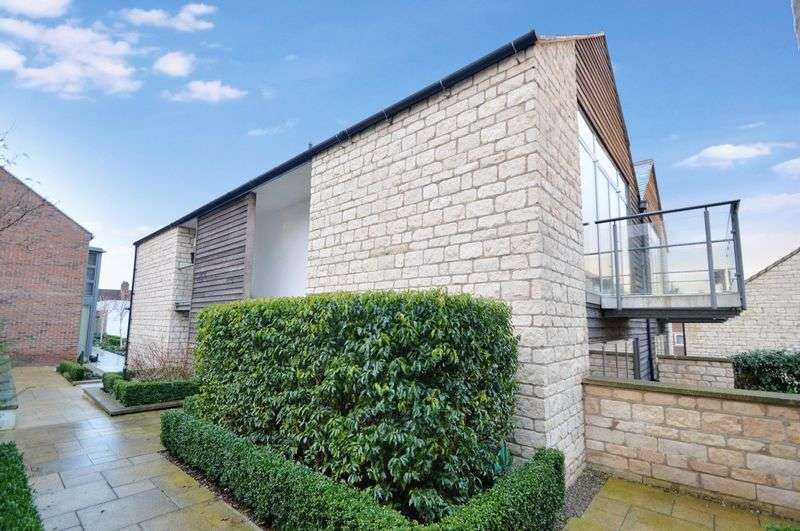 2 Bedrooms Flat for sale in Spire View, Pickering