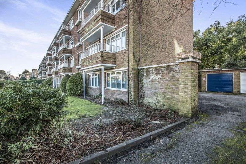2 Bedrooms Flat for sale in Poole Road, Poole BH12