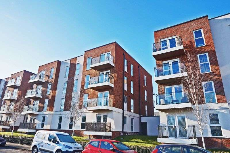 2 Bedrooms Flat for sale in Alcock Crescent, Dartford