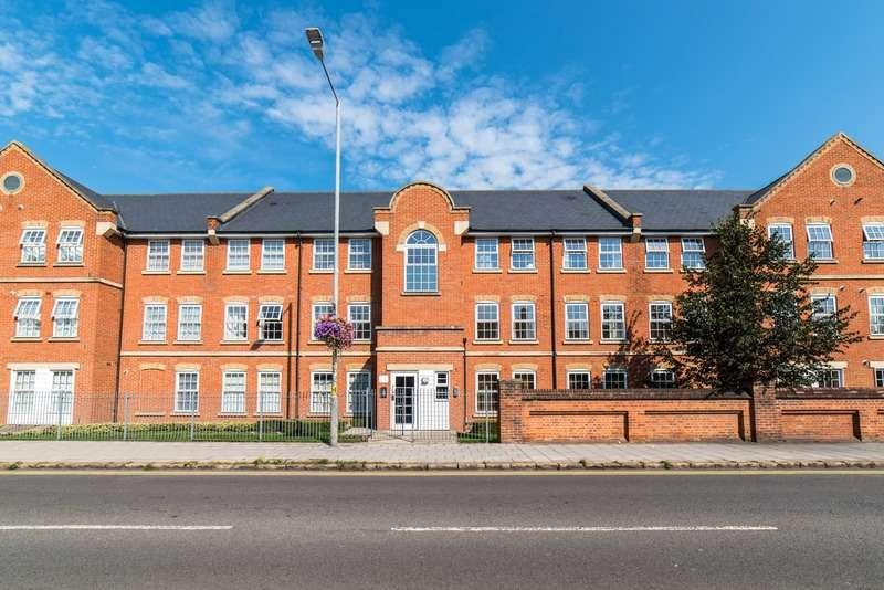 2 Bedrooms Flat for sale in Florey Gardens, Aylesbury, Buckinghamshire, HP20