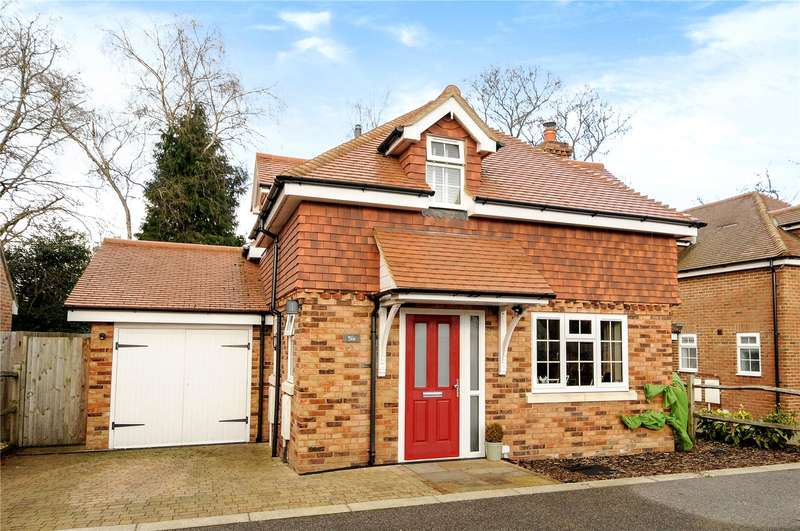 3 Bedrooms Detached House for sale in Tunbridge Crescent, Liphook, Hampshire, GU30