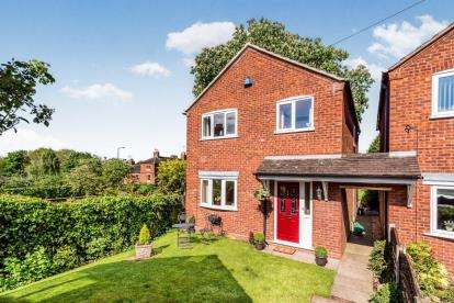 3 Bedrooms Detached House for sale in St. Michaels Close, Stone, Staffordshire, Staffordfordshire