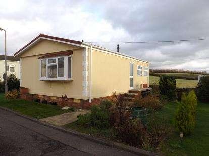 2 Bedrooms Bungalow for sale in Althorne, Essex, Uk