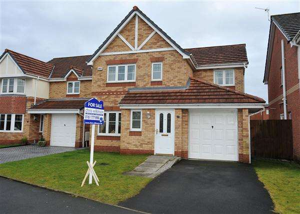 4 Bedrooms Detached House for sale in 34 Stickens Lock Lane, Irlam M44 6RG