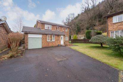 4 Bedrooms Detached House for sale in Allanwood Court, Bridge of Allan
