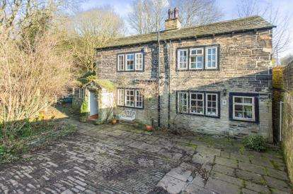 4 Bedrooms Detached House for sale in Hipperholme, Halifax, West Yorkshire, Yorkshire