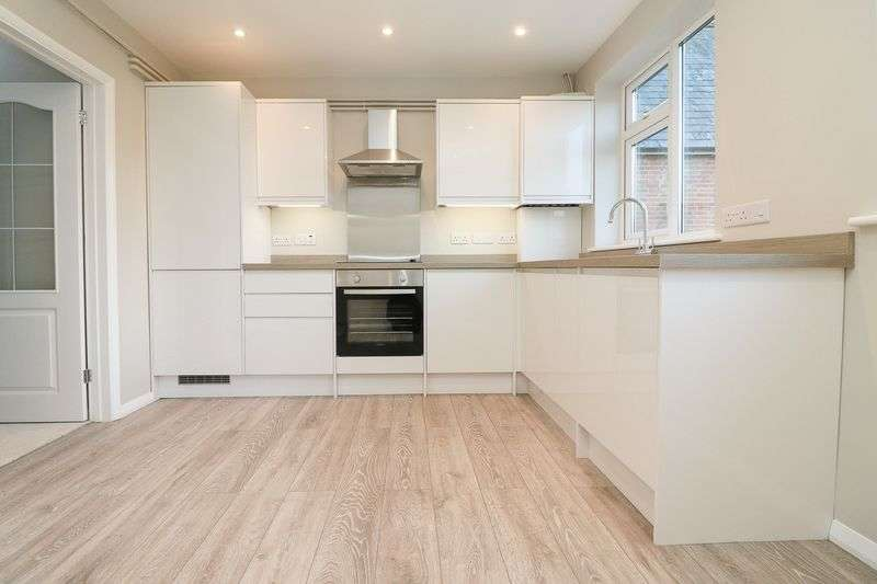 2 Bedrooms Flat for sale in London Road, Hurst Green, Etchingham