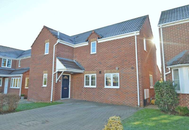 3 Bedrooms Detached House for sale in Backing onto farmland in Claverham