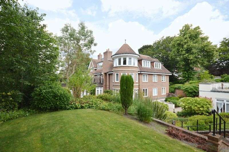 2 Bedrooms Flat for sale in West Overcliff Drive, Bournemouth BH4