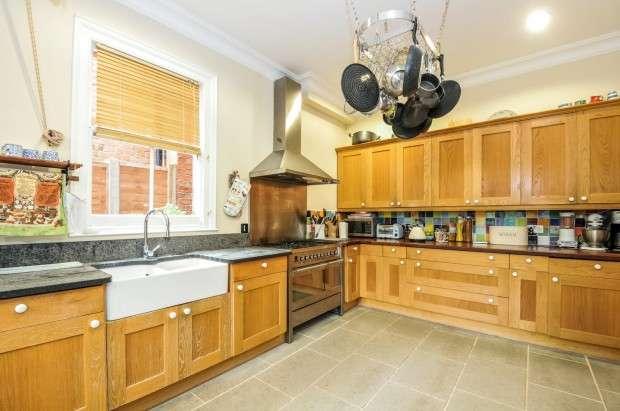 4 Bedrooms Detached House for sale in Butler Avenue, West Harrow, HA1