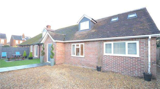4 Bedrooms Semi Detached Bungalow for sale in Newfield Gardens, Marlow, Buckinghamshire