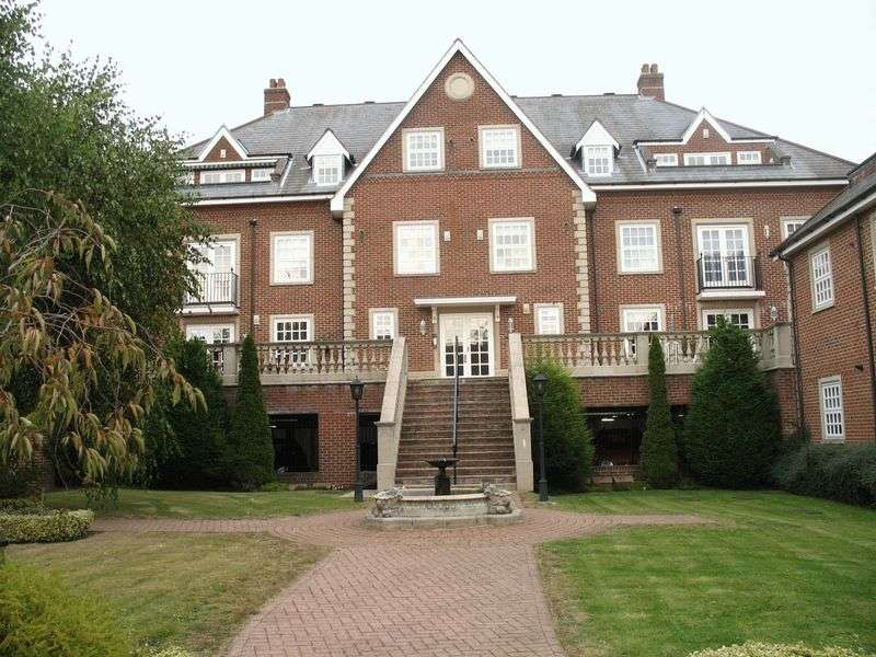 2 Bedrooms Flat for sale in Lancaster House, Park Lane, Stanmore, Middlesex, HA7 3HD
