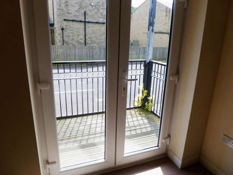 2 Bedrooms Apartment Flat for sale in Longfellow Court Mytholmroyd Hebden Bridge