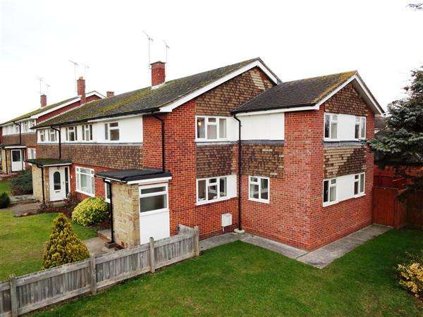 4 Bedrooms End Of Terrace House for sale in Skreens Court, Chelmsford