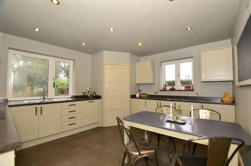 3 Bedrooms Bungalow for sale in Babylon Lane, Lower Kingswood, Tadworth, Surrey