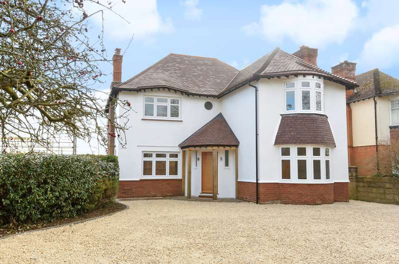 4 Bedrooms Detached House for sale in Stane Street, Westhampnett, PO18