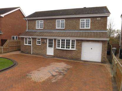 4 Bedrooms Detached House for sale in Tudor Drive, Louth
