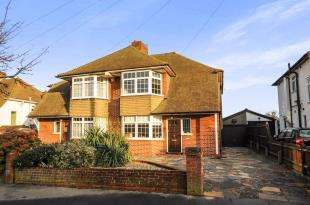 4 Bedrooms Semi Detached House for sale in Annesley Drive, Shirley, Croydon