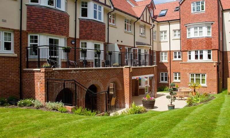 1 Bedroom Flat for sale in Holmes Place: GROUND FLOOR WITH EXTENDED PATIO