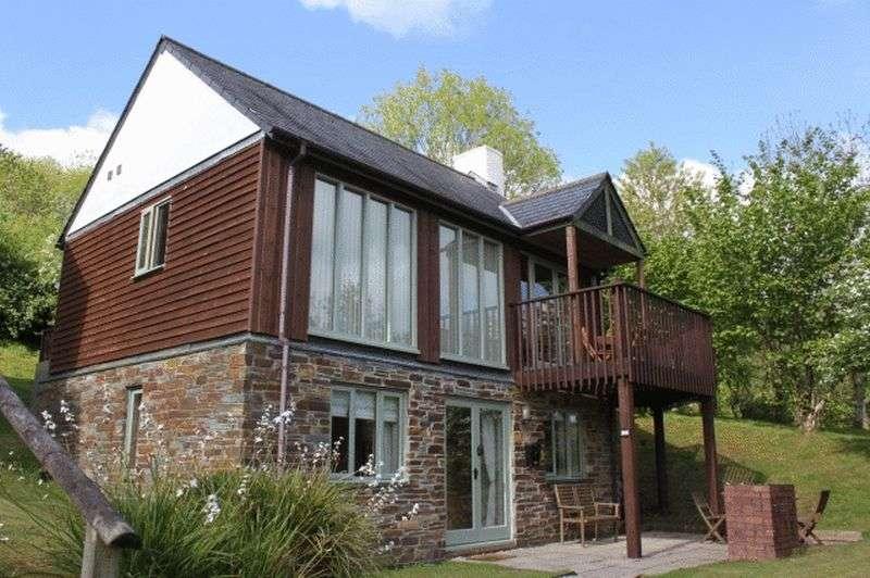 2 Bedrooms Detached House for sale in 15 Oakridge, Saltash