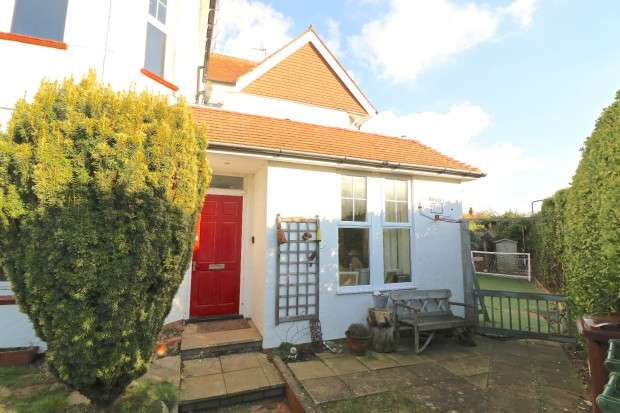 2 Bedrooms Flat for sale in Charleston Road, Eastbourne, BN21