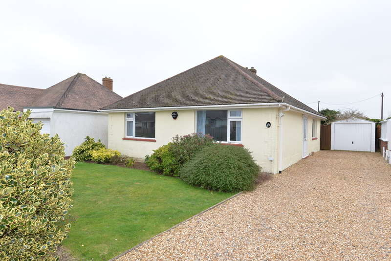 3 Bedrooms Detached House for sale in Heathwood Avenue, Barton on Sea