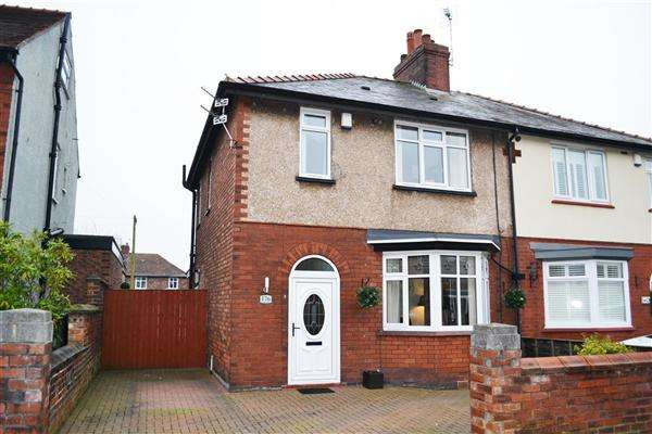 3 Bedrooms Semi Detached House for sale in The Avenue, Leigh