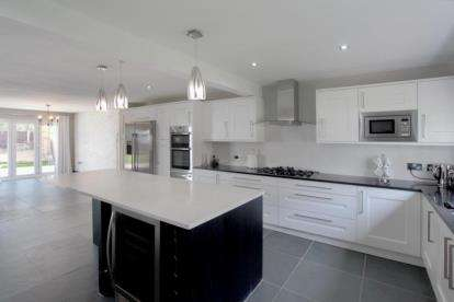 5 Bedrooms Detached House for sale in Carnoustie Drive, Macclesfield, Cheshire