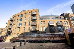 2 Bedrooms Flat for sale in Palladian Court, 3 Cabot Close, Croydon