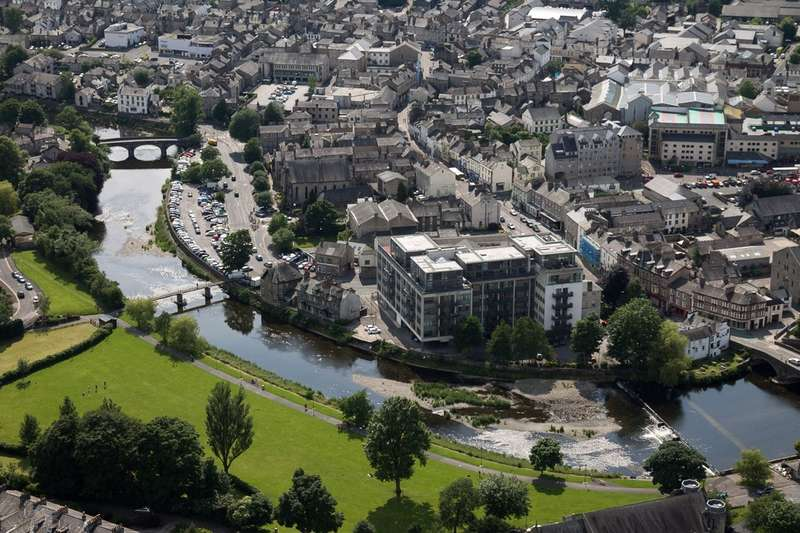 2 Bedrooms Flat for sale in 512 Sand Aire House, Stramongate, Kendal, Cumbria LA9 4UA