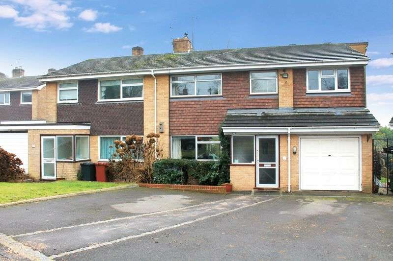 4 Bedrooms Semi Detached House for sale in Carters Way, Wisborough Green