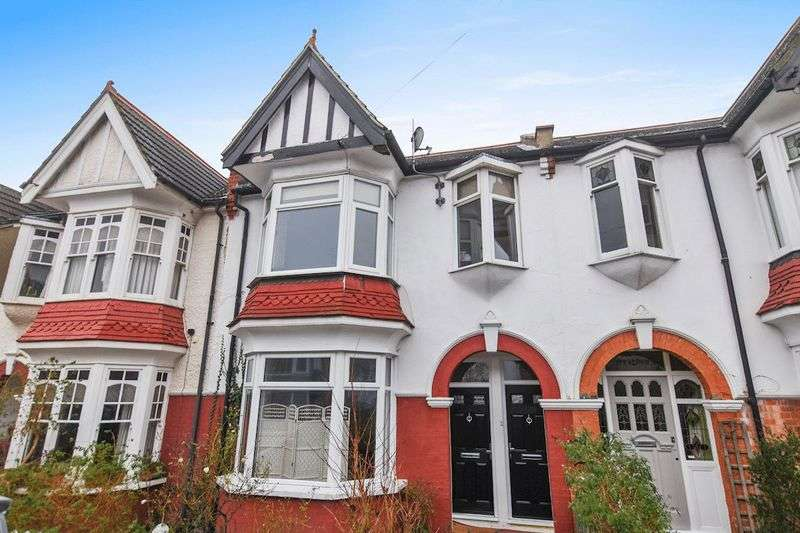 2 Bedrooms Flat for sale in Oakleigh Park Drive, Leigh-On-Sea