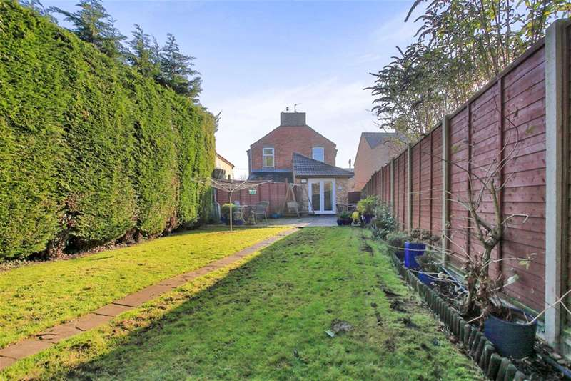 3 Bedrooms Semi Detached House for sale in Oundle Road, Peterborough, PE2