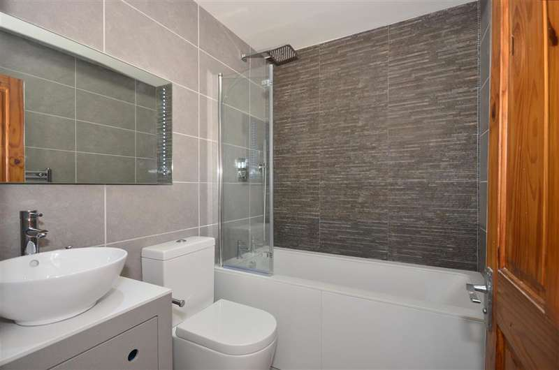 2 Bedrooms Semi Detached House for sale in Anderson Close, Sutton, Surrey