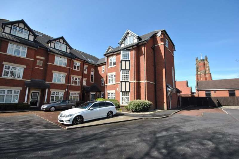 3 Bedrooms Apartment Flat for sale in Clifton Drive South, LYTHAM ST ANNES, FY8