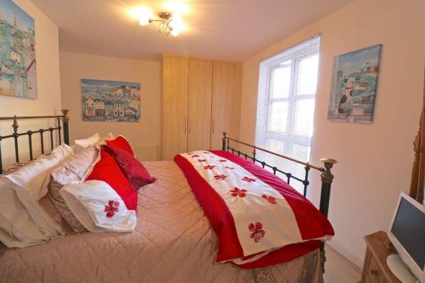 3 Bedrooms Apartment Flat for sale in Caroline Way, Eastbourne, BN23