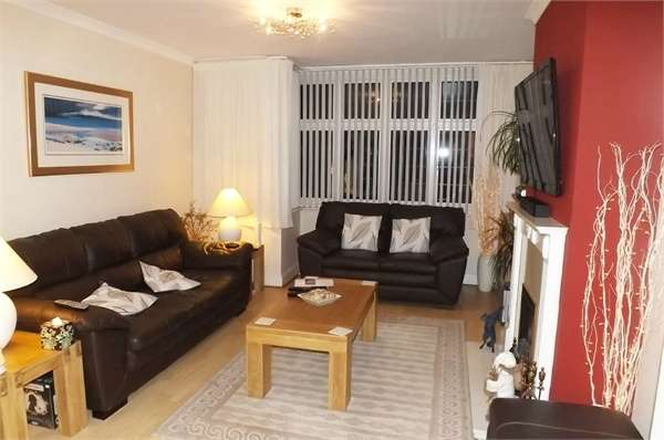 3 Bedrooms Terraced House for sale in Rudolph Road, Bushey, Hertfordshire