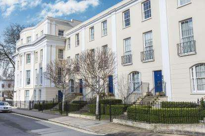 2 Bedrooms Flat for sale in Wellington Place, Priory Street, Cheltenham, Gloucestershire