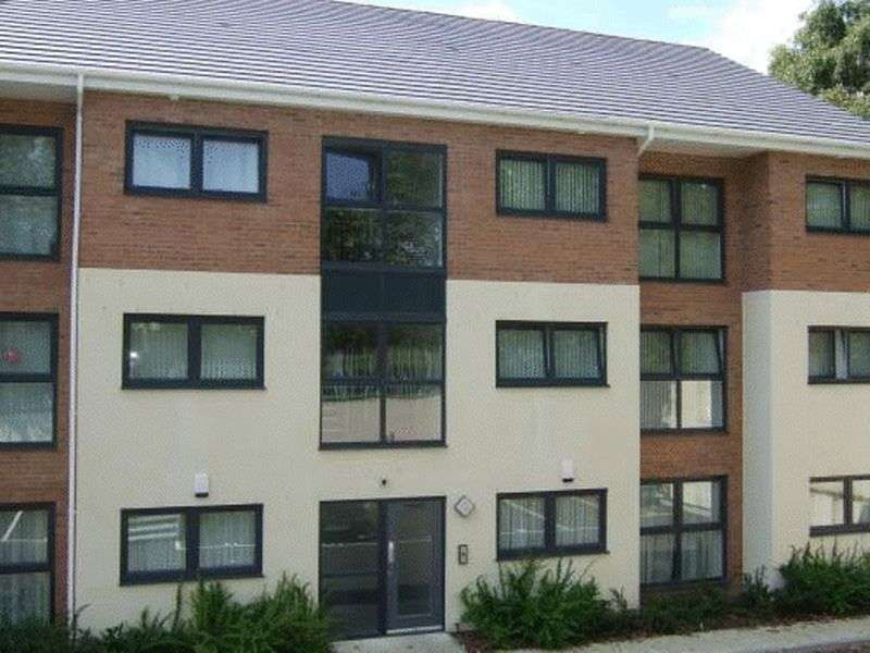 2 Bedrooms Flat for sale in Lowbridge Court, Garston