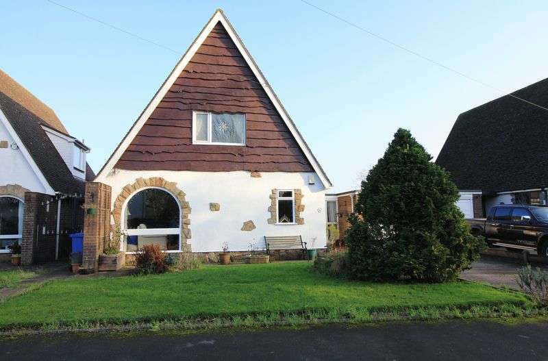 3 Bedrooms Detached House for sale in 4 Lynwood Drive, Stalmine, Poulton le Fylde, FY6 0PZ