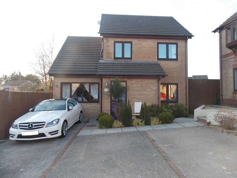 3 Bedrooms Detached House for sale in Manor Chase, Beddau, Pontypridd, Rhondda, Cynon, Taff. CF38