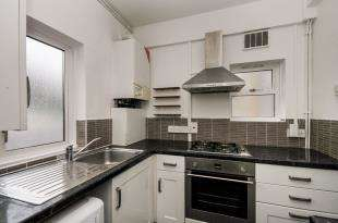 3 Bedrooms Flat for sale in South End, Croydon, .