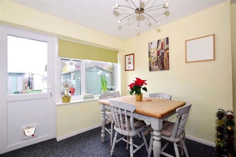 3 Bedrooms Semi Detached House for sale in Robson Drive, Aylesford, Kent