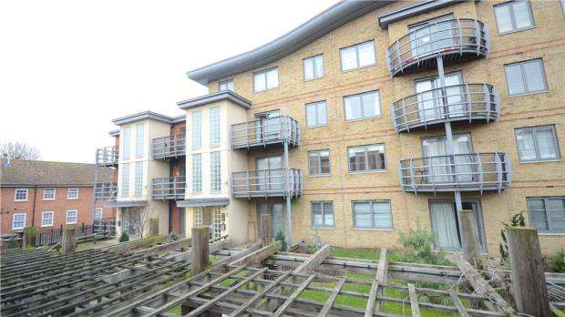 2 Bedrooms Apartment Flat for sale in Quadrant Court, Jubilee Square, Reading