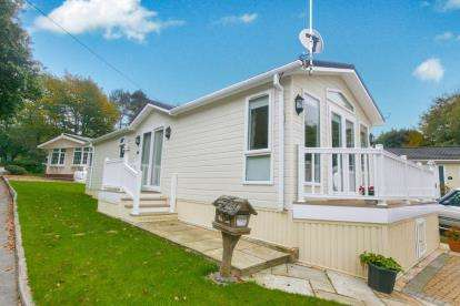 2 Bedrooms Bungalow for sale in Wizard Country Park, Bradford Lane, Nether Alderley, Macclesfield