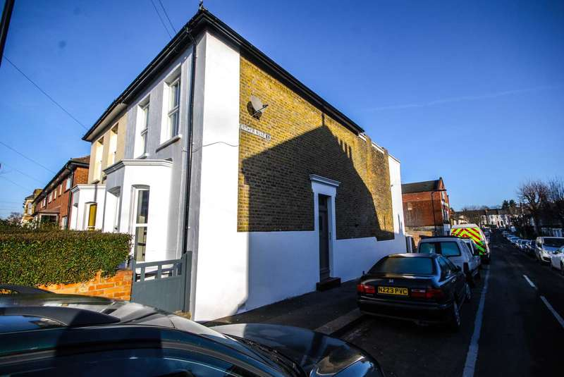 2 Bedrooms Flat for sale in Lytton Road, Leytonstone
