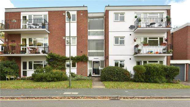 2 Bedrooms Apartment Flat for sale in Hilgay Court, Hilgay, Guildford