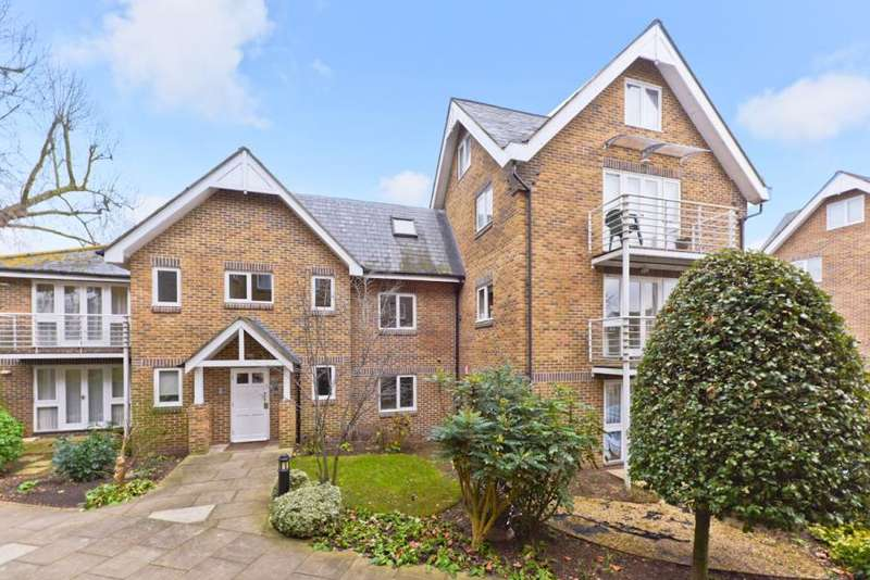 1 Bedroom Flat for sale in Thames Close, Hampton