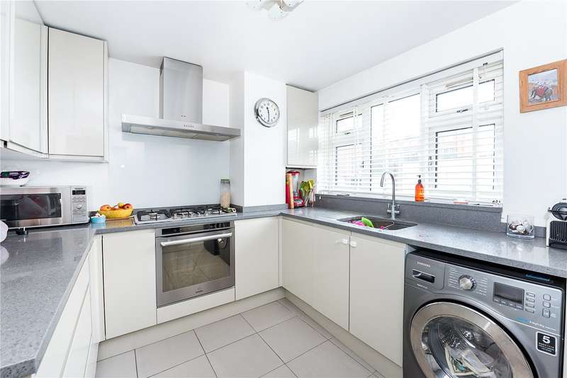 2 Bedrooms Flat for sale in Cherwell Court, Broom Park, Teddington, TW11