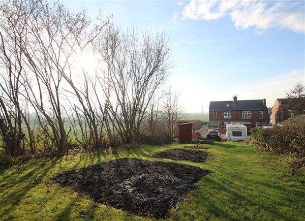 4 Bedrooms Semi Detached House for sale in Brier Lane, Havercroft